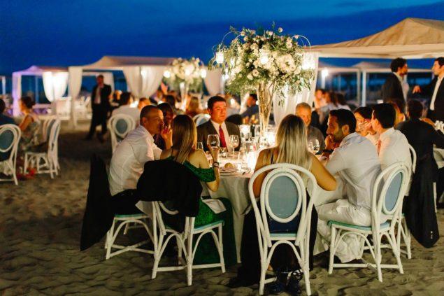 cena in spiaggia matrimonio