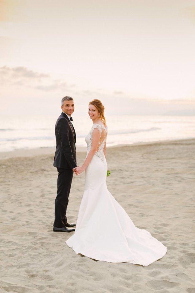 Matrimonio Sulla Spiaggia Economico : Lara emme fotografie foto matrimoni da