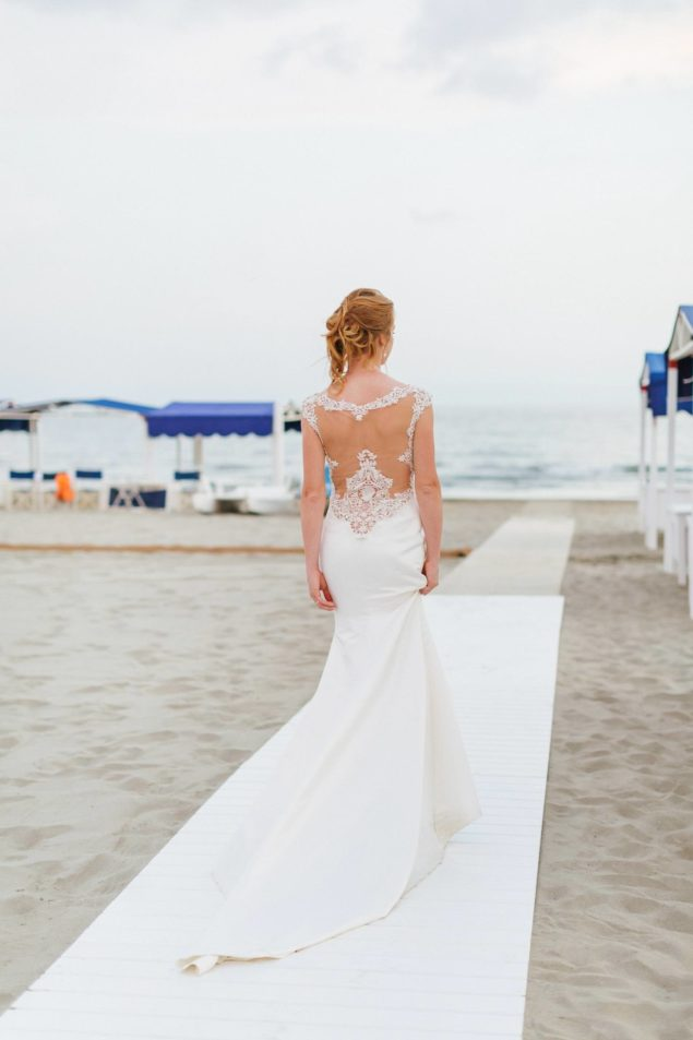 abito sposa schiena pizzo