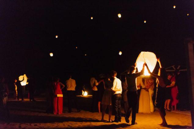 lancio lanterne spiaggia forte dei marmi