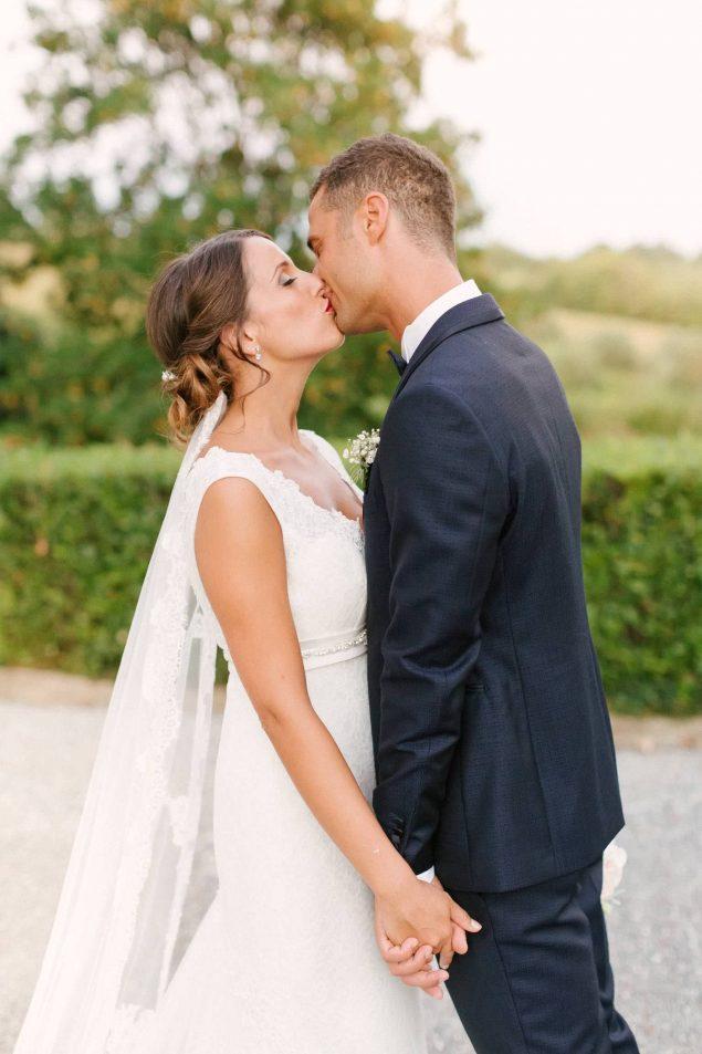 sposi bacio villa bruguier