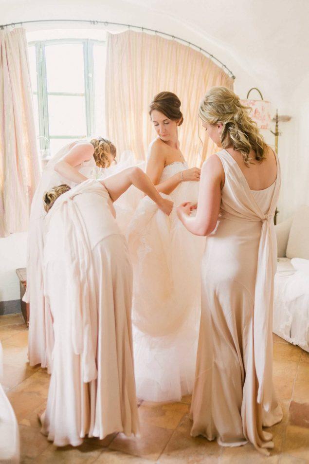 abito da sposa e damigelle