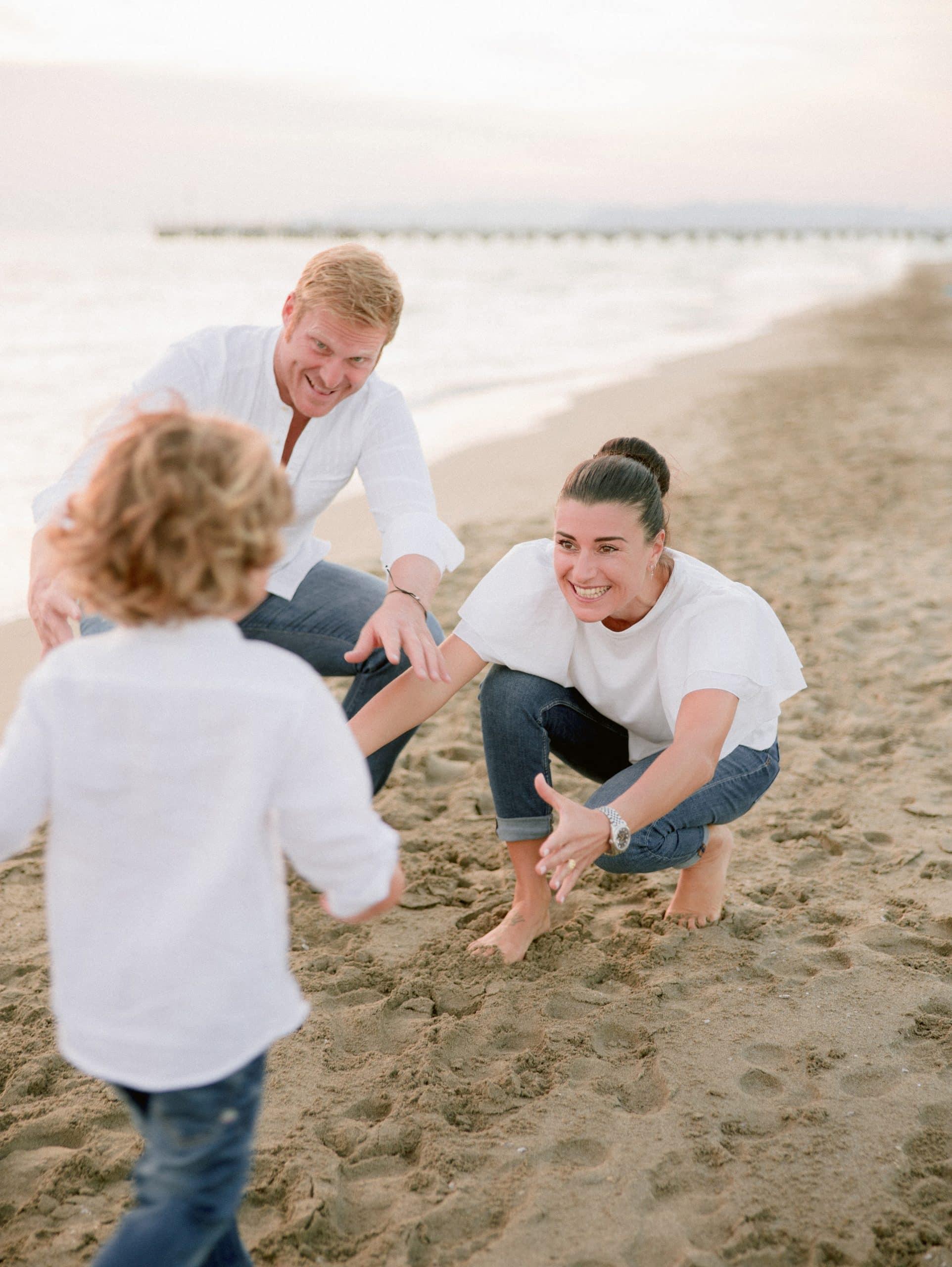 ritratto di famiglia in spiaggia